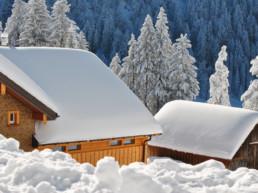 Berggasthaus Plattenbödeli mit Schnee bedeckt